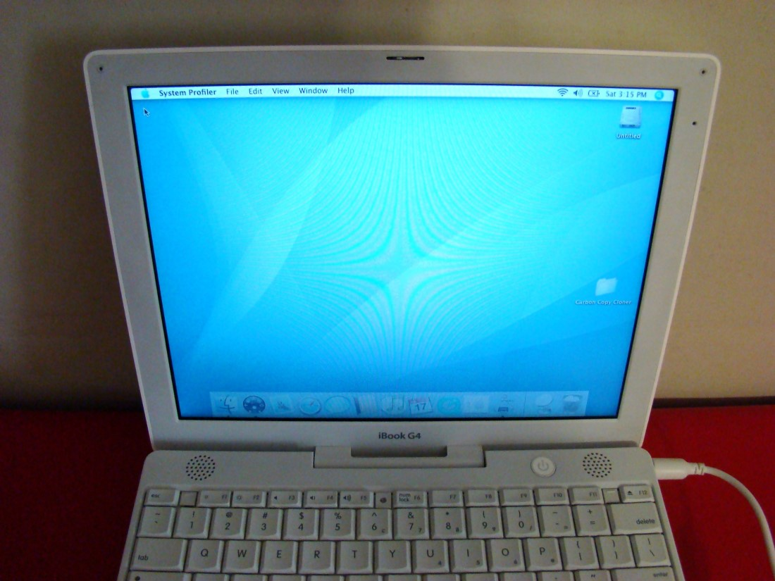 lot of two 2 apple ibook g4 laptops m9426ll a 256mb 30gb a1054 ebay. Black Bedroom Furniture Sets. Home Design Ideas